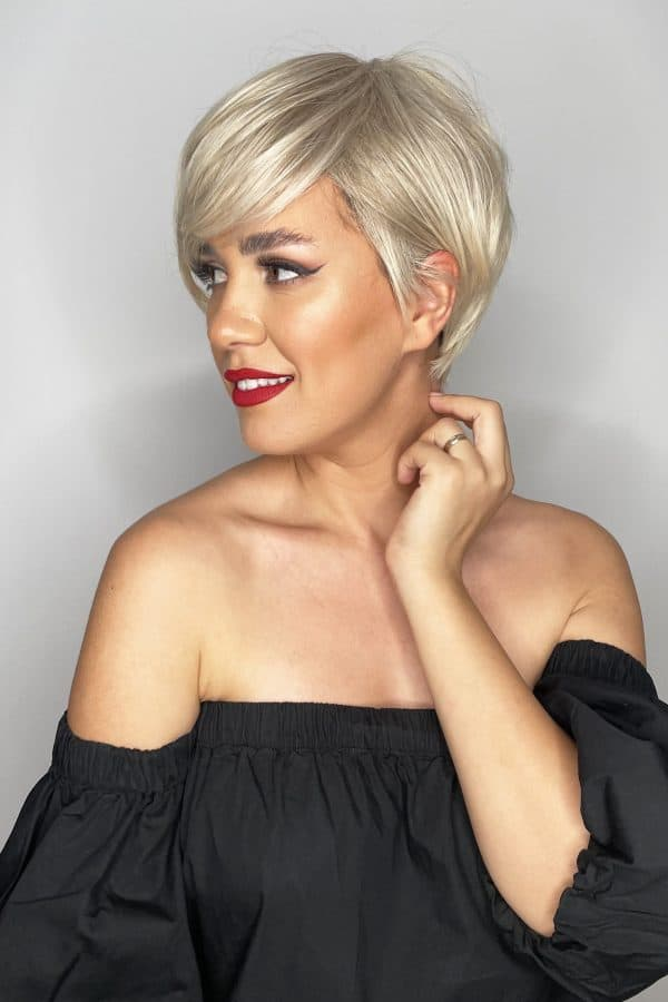 synthetic hair wig straight blond platinum short bangs pixie